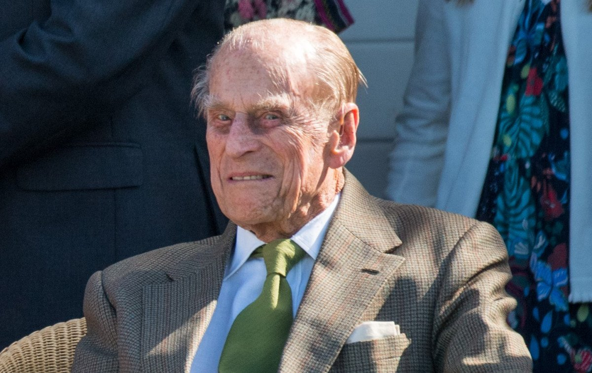 Prince Philip caught not wearing a seatbelt days after auto crash