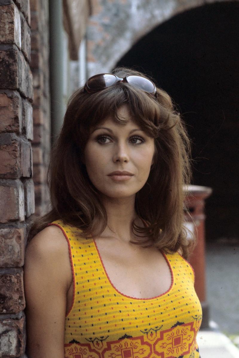 Coronation Street' - Joanna Lumley plays Elaine Perkins 1973 Image ID: 701358e Featured in: ITV ARCHIVE Photo Credit: ITV/Shutterstock
