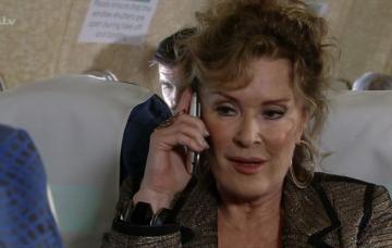 Liz McDonald flees Corrie