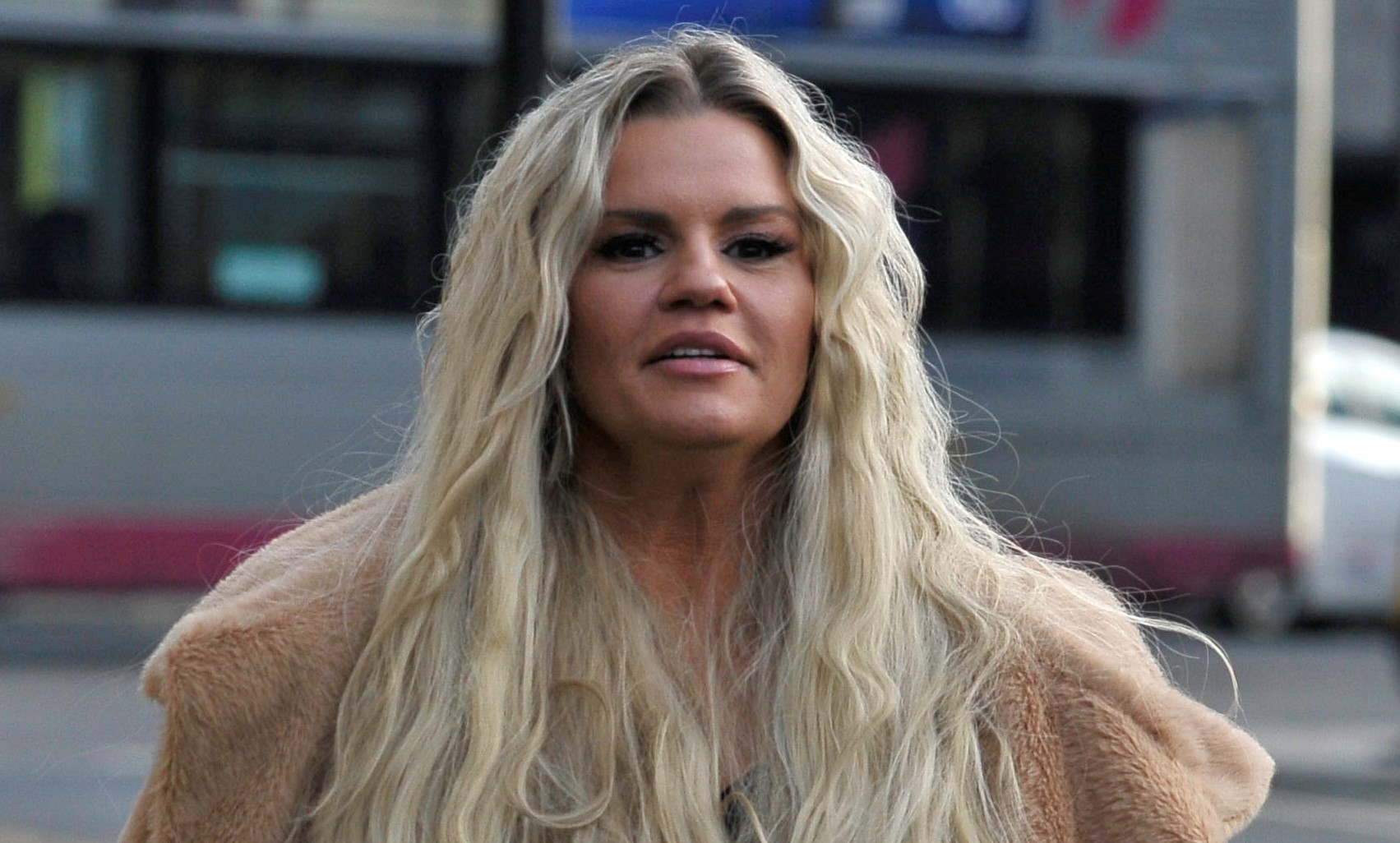 "Kerry Katona rocks the 1960s style as she unveils ""stunning"" retro hair transformation"