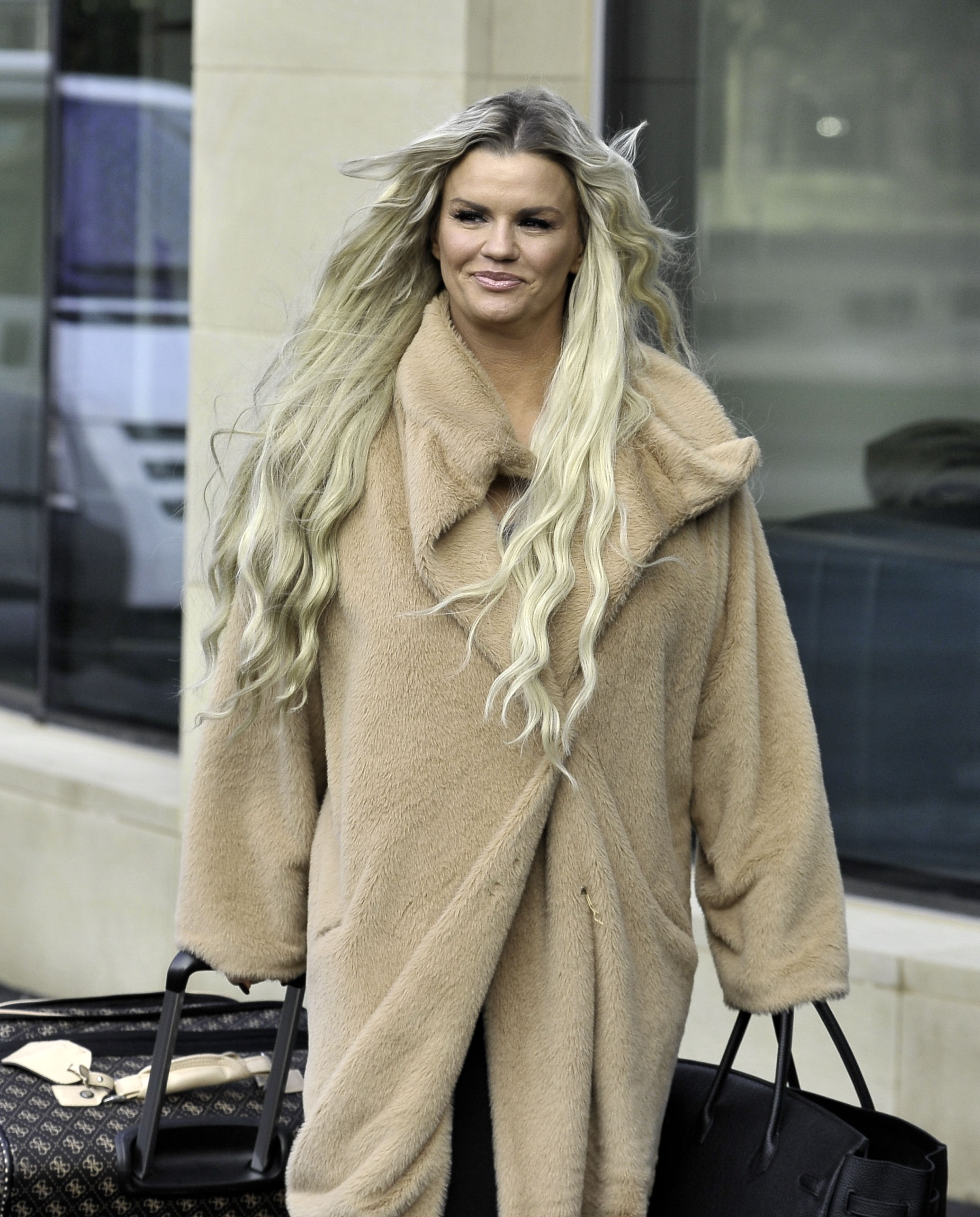 Kerry Katona Pictured Arriving For Her Date With Mystery Guy In Manchester