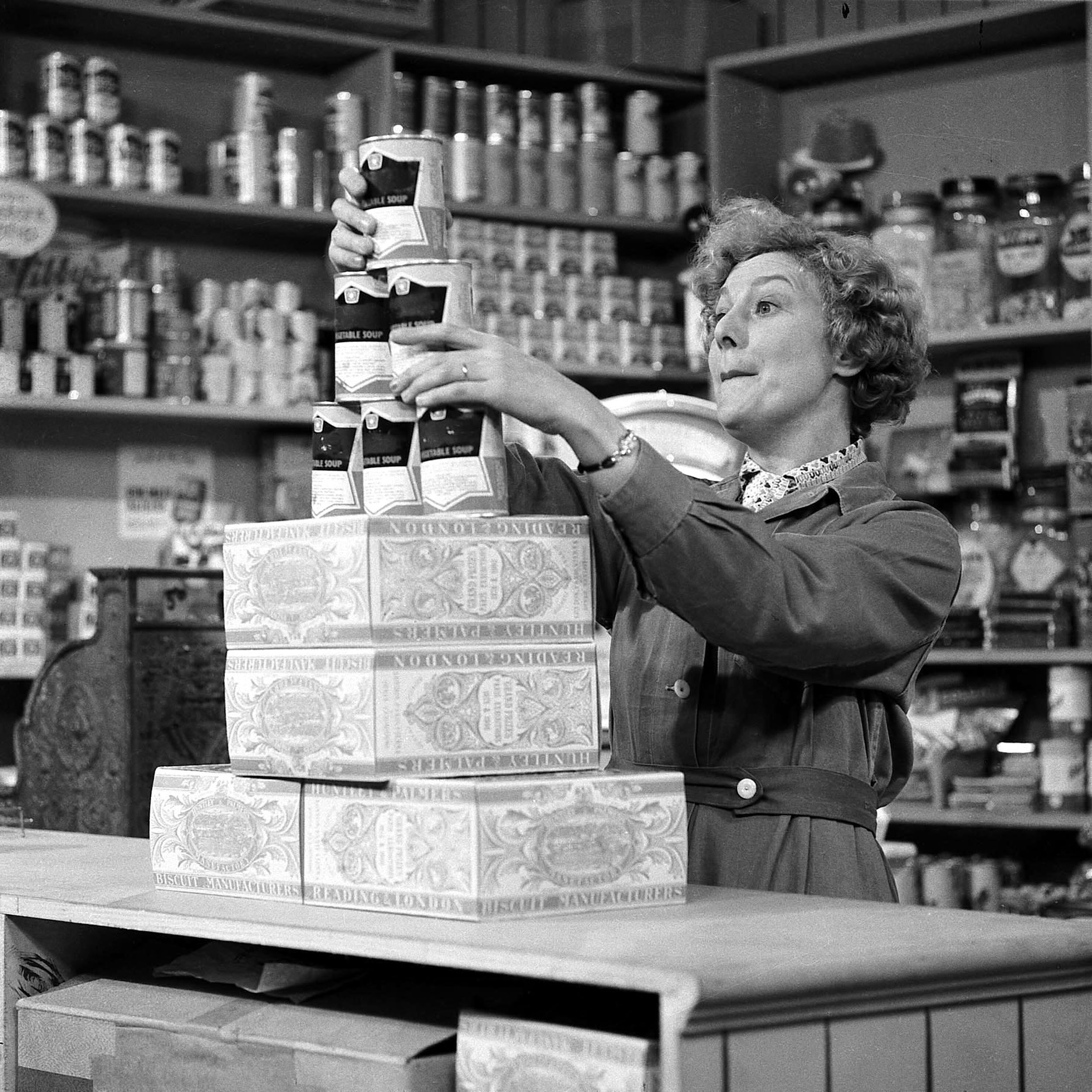 Editorial use only Mandatory Credit: Photo by ITV/REX/Shutterstock (814140eq) 'Coronation Street' TV Episode 1: 9 December 1960 Florrie Lindley [Betty Alberge] ITV ARCHIVE