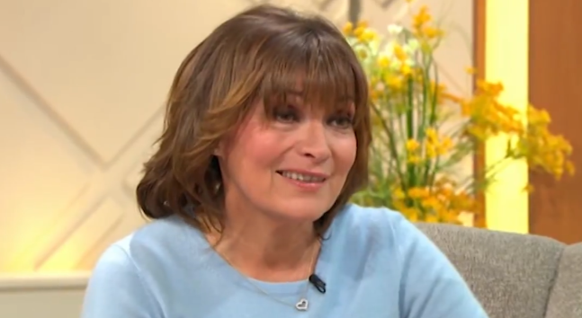 Lorraine viewers embarrassed as presenter flashes her knickers on today's show