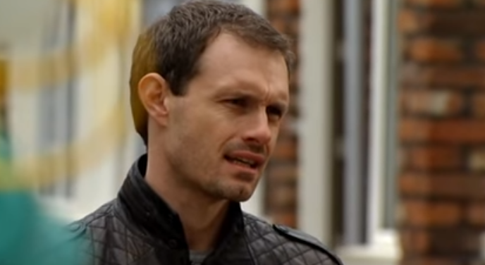 Nick Tilsley shoots down Tracy in 2011 Credit: ITV/YouTube