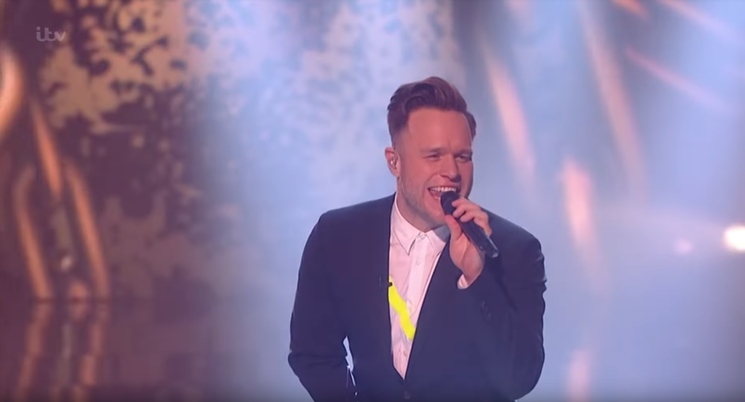 Olly Murs steals the show on The Voice final – with his shoes