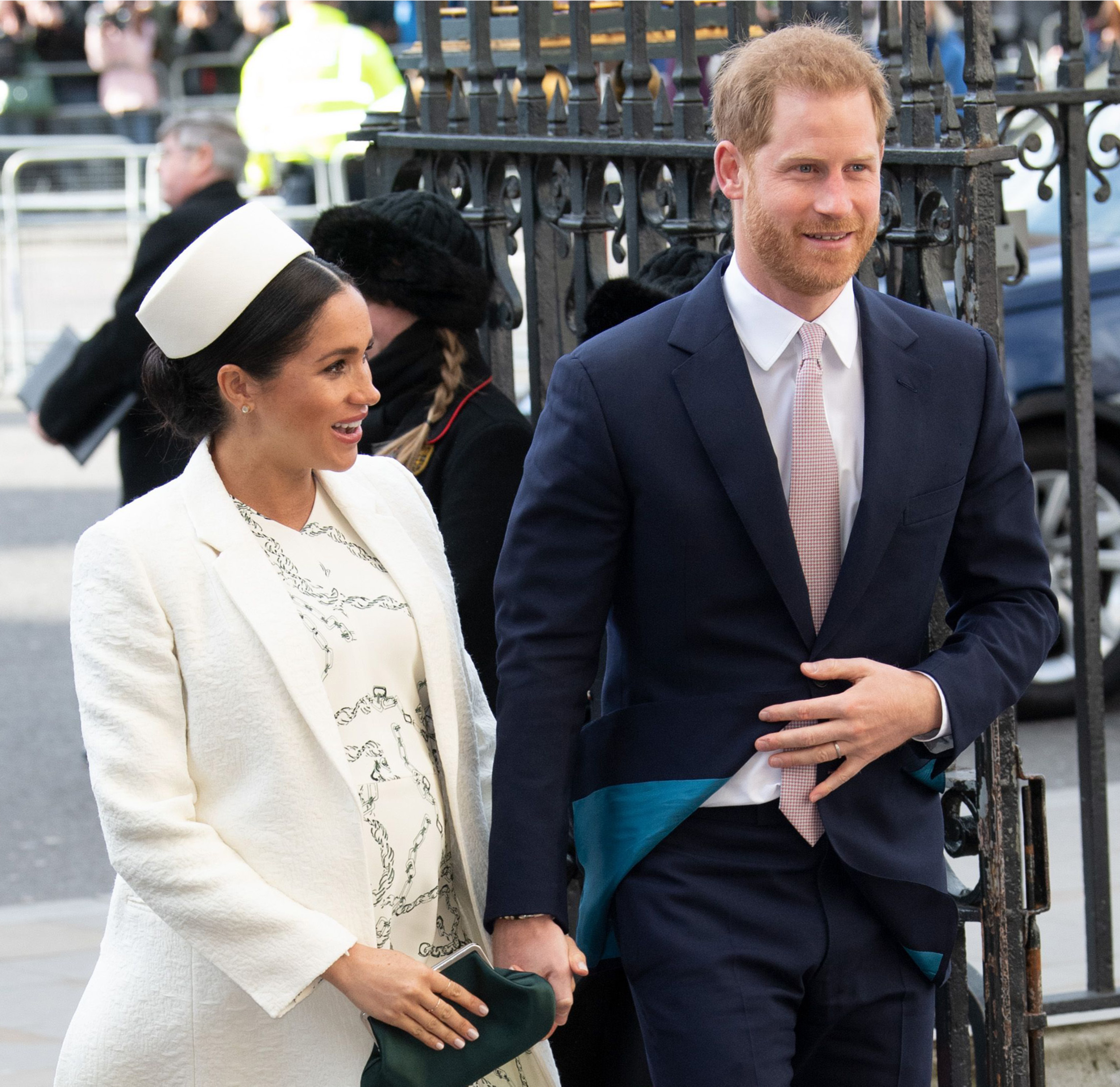 Harry And Meghan 'to Share First Photo Of Their Baby On