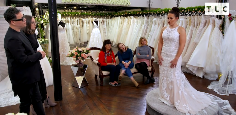 Bride To Be S Mum Points Out Her Back Fat During Wedding Dress