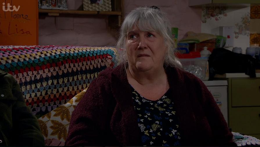 Emmerdale fans in tears as Lisa breaks the news to Belle that she is dying