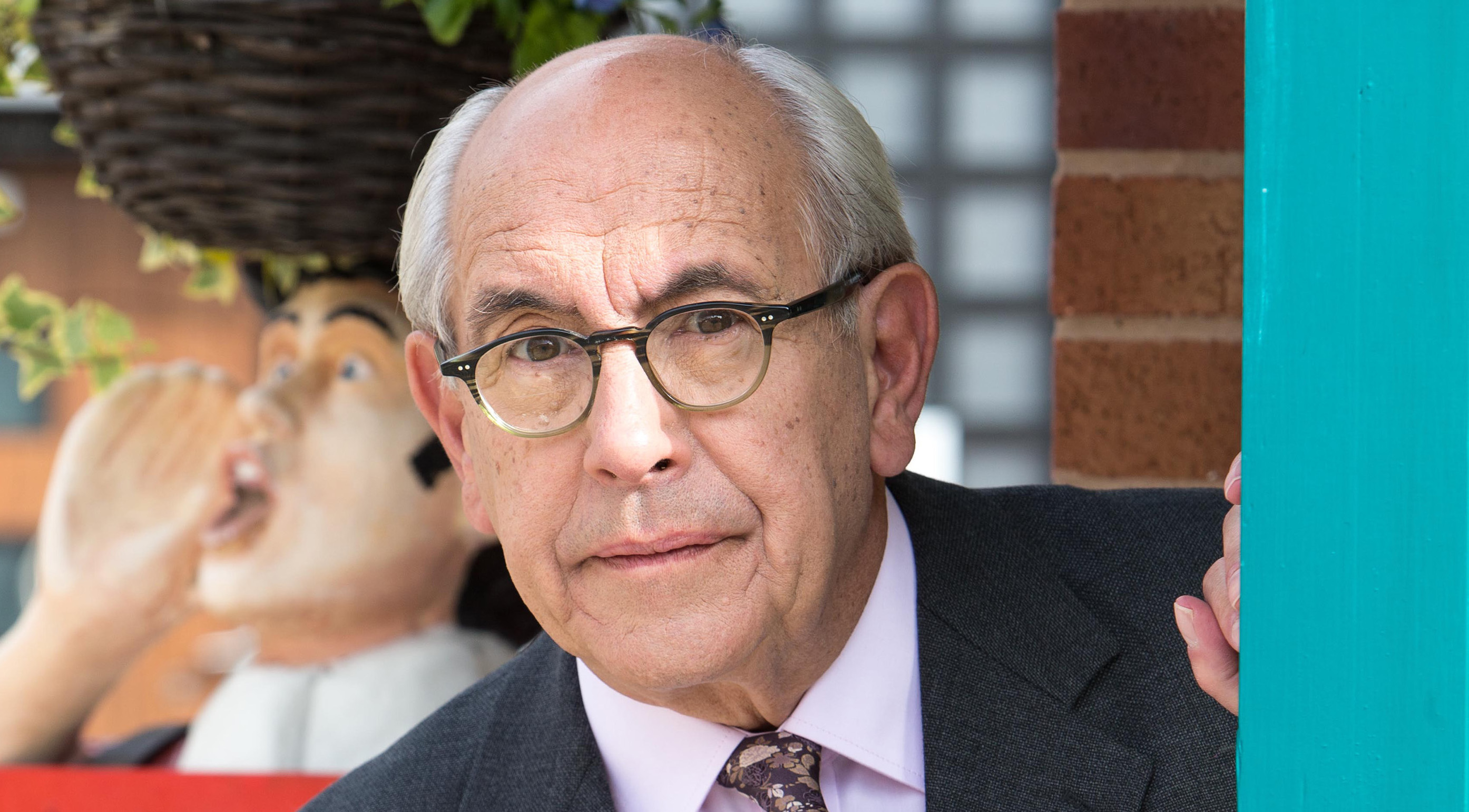 Coronation Street return for Norris Cole as Malcolm Hebden is pictured on set?