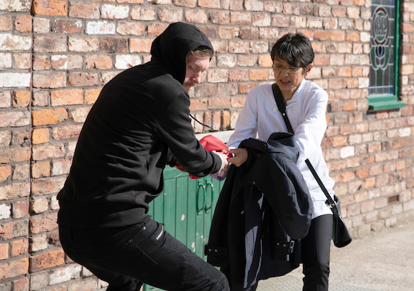 Coronation Street SPOILER: Yasmeen gets attacked!