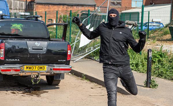 Emmerdale fans mock huge police 'blunder' during armed robbery