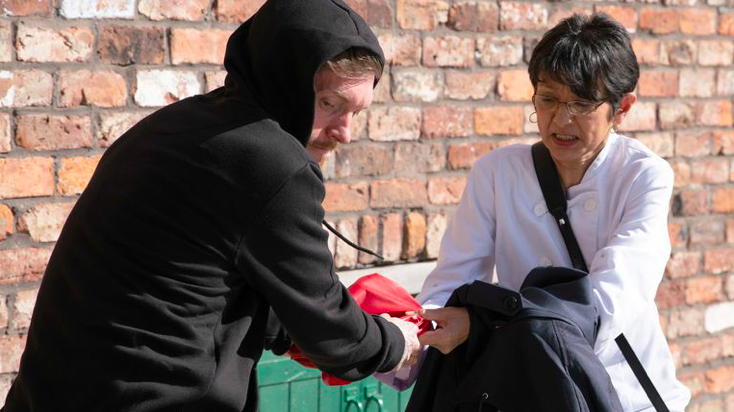 Coronation Street fans convinced controlling Geoff was behind Yasmeen's mugging