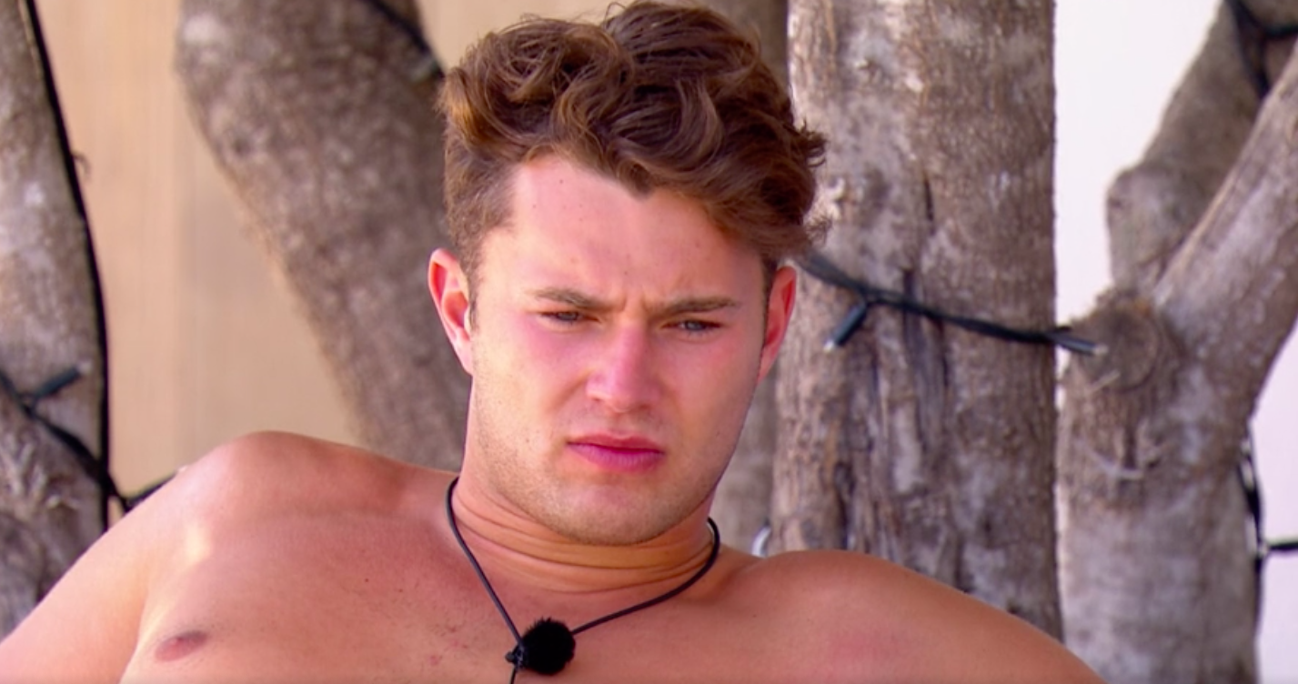 "Love Island fans turn on Curtis and brand him ""FAKE!"""