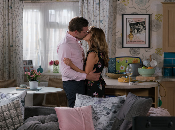 Coronation Street SPOILER: Maria and Ali finally kiss