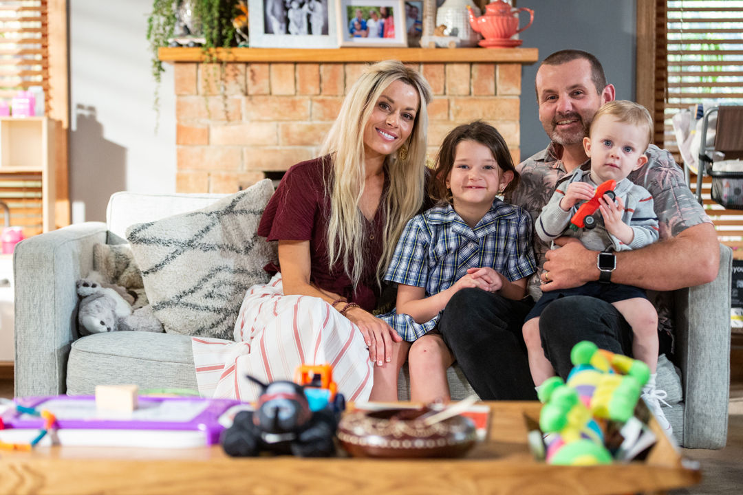 8149 17 - Toadie introduces Dee to Nell and Hugo - could this be Toadie's new family unit_ 1_EMBARGO_8_JUL_