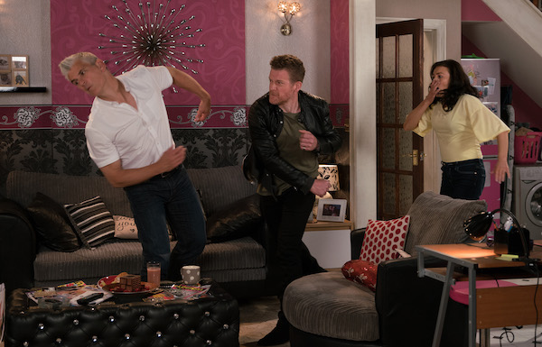 Coronation Street SPOILER: Robert knocked out by Vicky's ex Jed