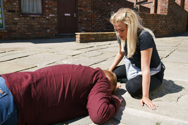 Coronation Street SPOILER: Craig killed in car accident?