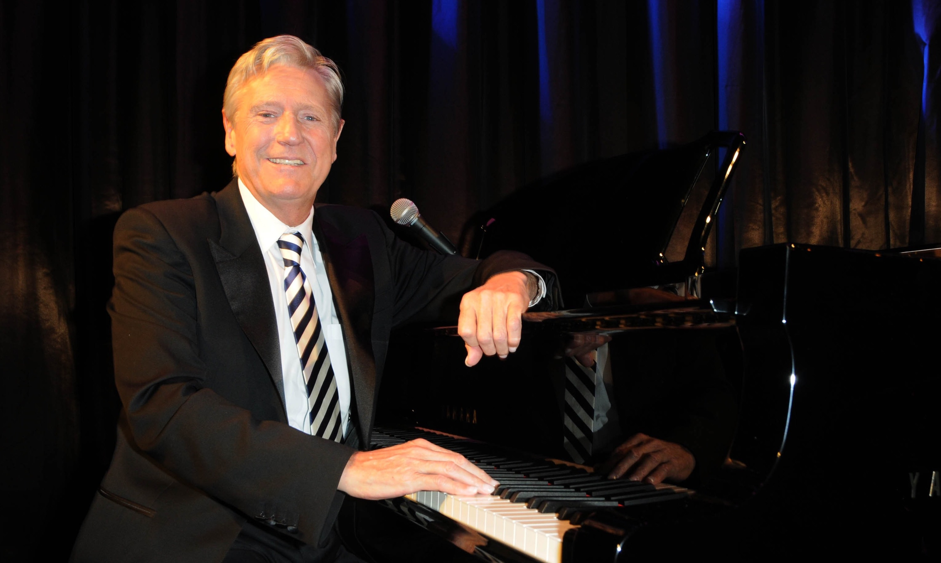Showbiz pals pay tribute to as Joe Longthorne is laid to rest