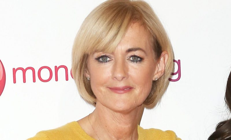 Loose Women's Jane Moore sizzles in make-up free swimsuit snap
