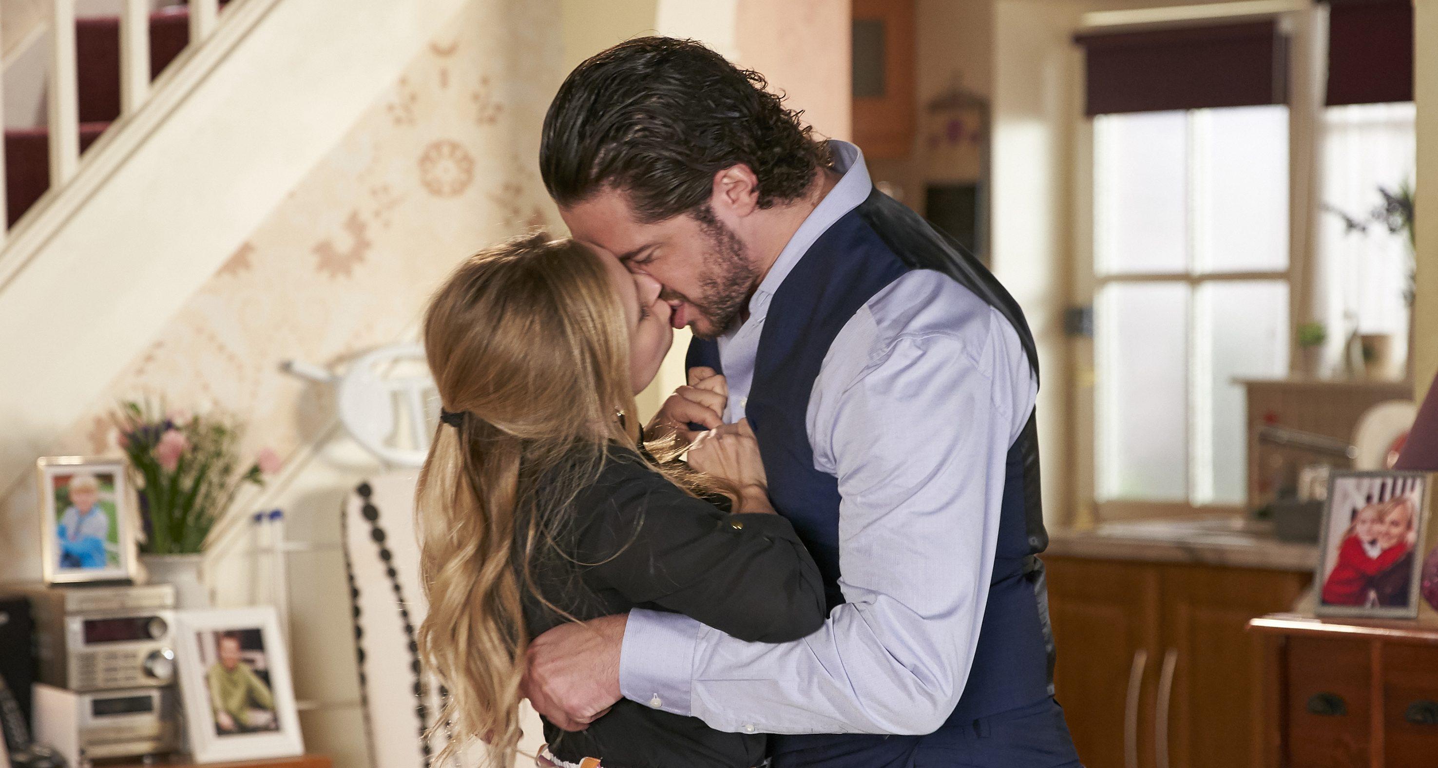Coronation Street's Tina O'Brien on kissing scenes with Sam Robertson