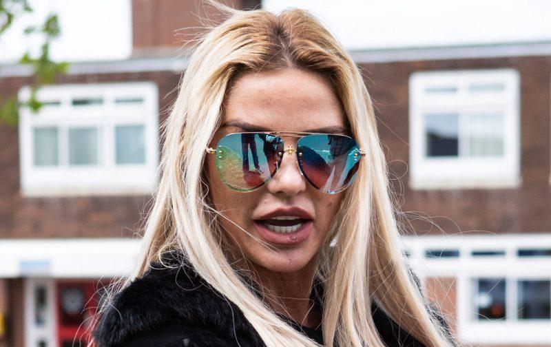 Katie Price 'confiscates new boyfriend's phone'