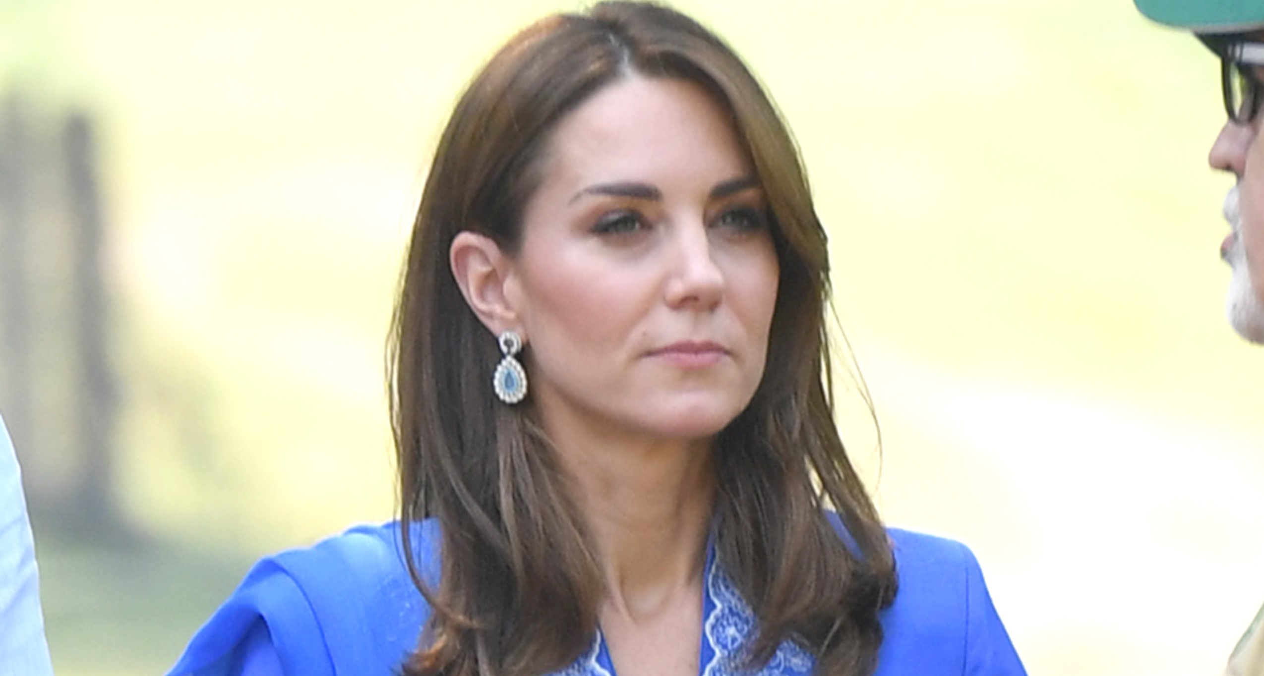 Kate Middleton stuns in a traditional outfit at the Badshahi Mosque