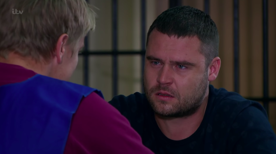 Emmerdale fans broken as Robert Sugden secretly dumps Aaron in final scenes