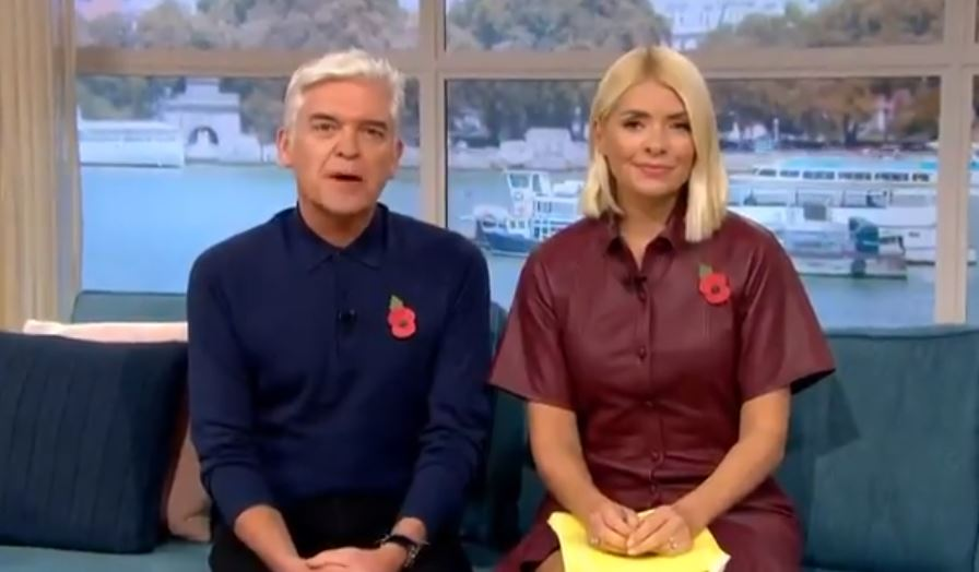 Holly Willoughby fans divided over £380 dress on This Morning