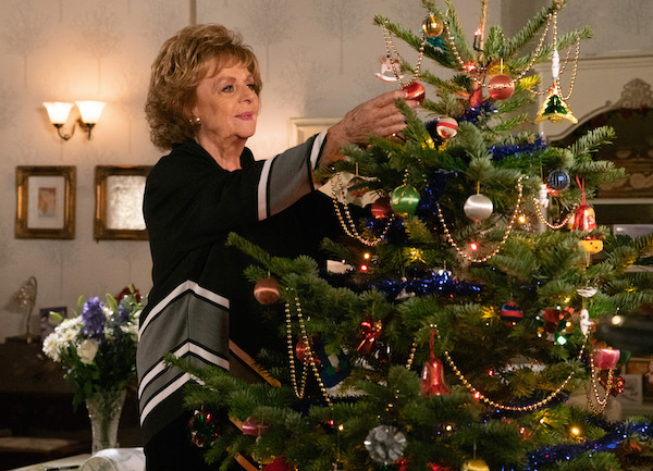 Coronation Street viewers fear for Rita as Christmas tree falls on her