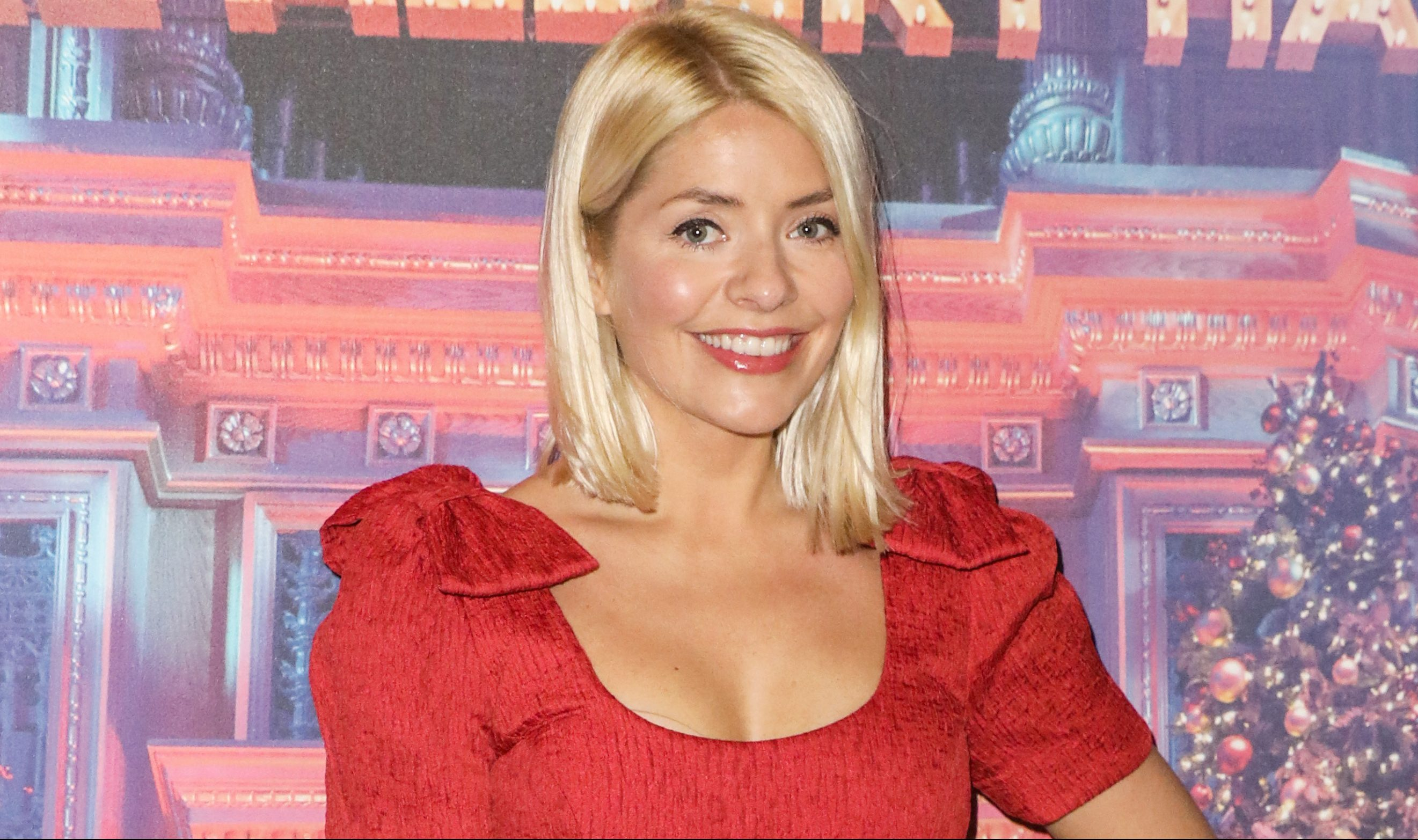 Holly Willoughby stuns fans as she shows off brunette hair in throwback photo