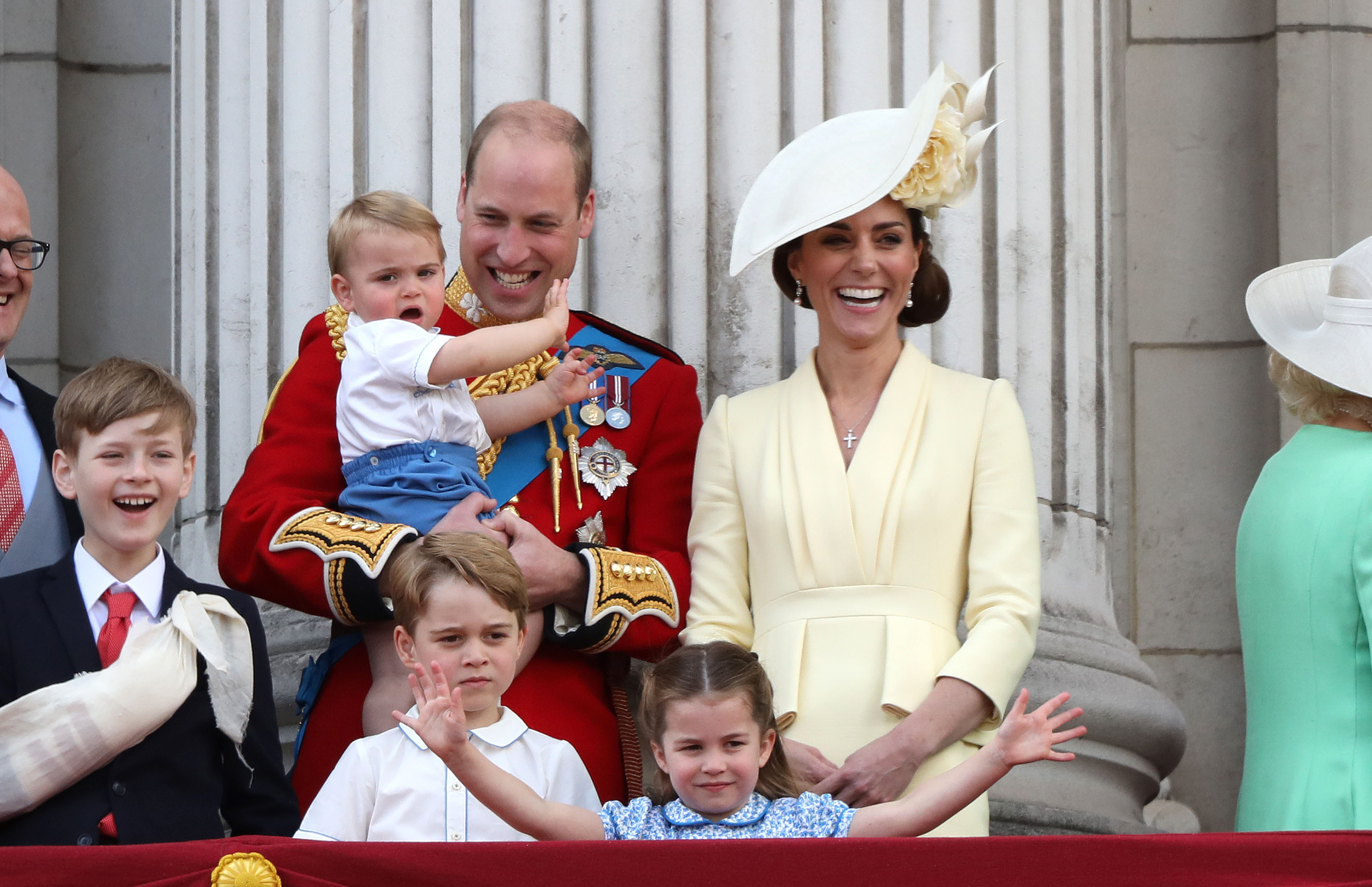 United Kingdom royals wow Twitter fans with family pic on Christmas
