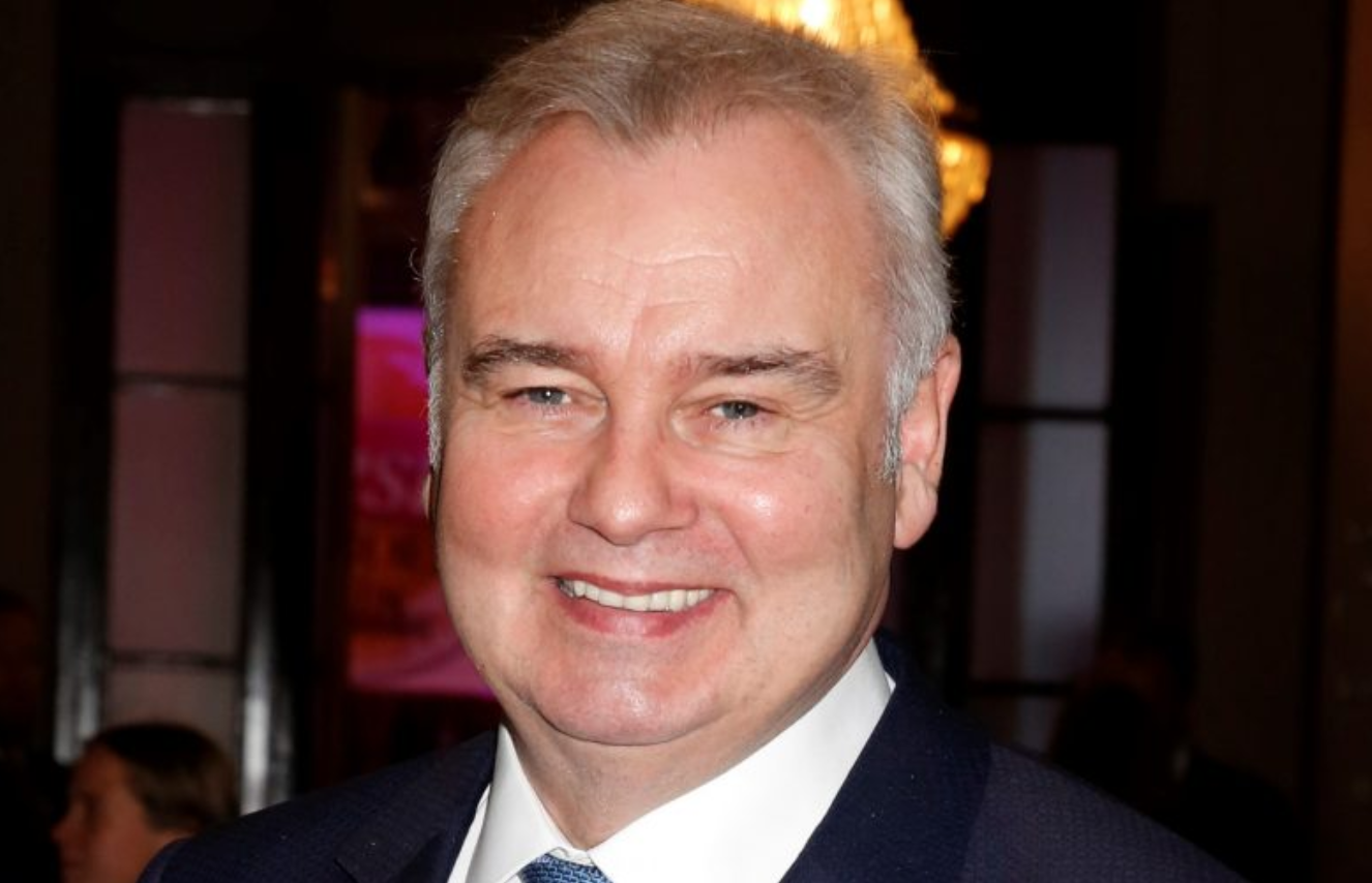 Eamonn Holmes teases TV switch to Countryfile after revealing his dapper countryside look