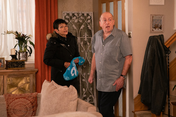 Coronation Street fans beg Yasmeen to find Geoff's hidden camera while she's cleaning the house