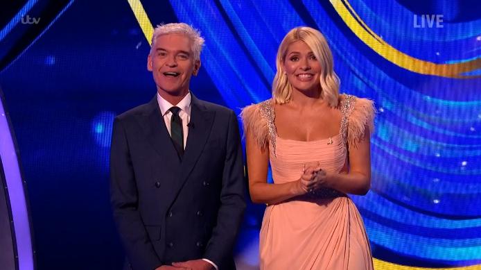Dancing On Ice: Holly Willoughby wows in peach gown for first show