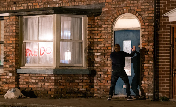 Coronation Street viewers slam soap and 'complain to Ofcom' about fire storyline