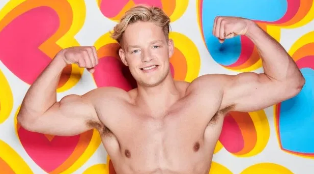 Love Island's Ollie Williams has quit the show