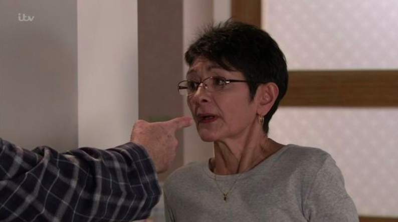 Coronation Street fans rage as Geoff spends all of Yasmeen's money