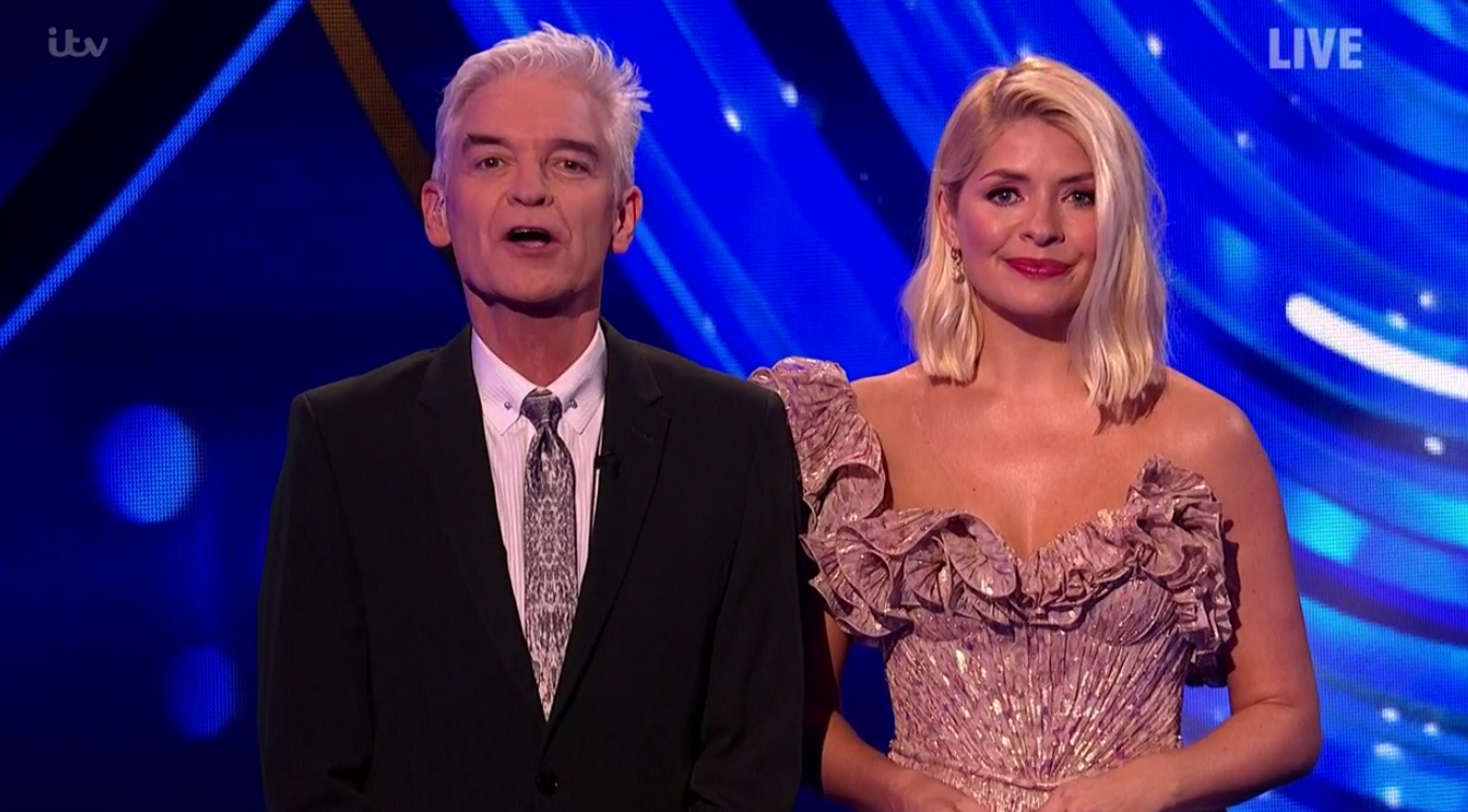 Dancing On Ice: Holly Willoughby praised for her dresses getting better every week
