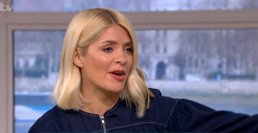 Holly Willoughby fans reckon she's wearing dressing gown on This Morning