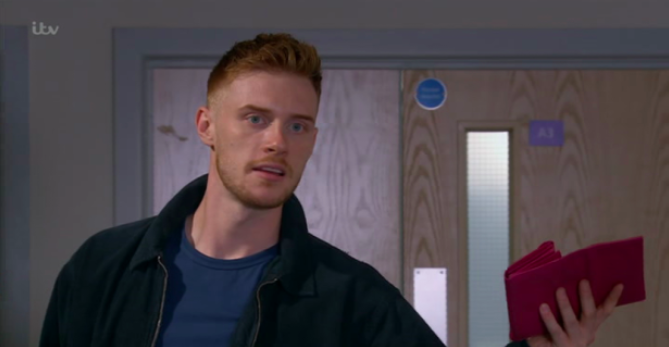 Emmerdale fans go wild as Max Parker shows off seriously 'hot' body