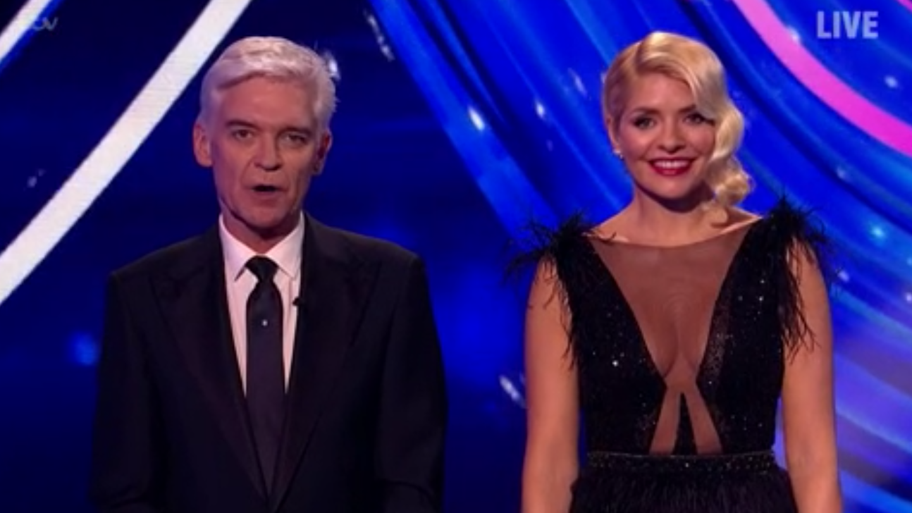 Dancing On Ice: Viewers think Holly Willoughby chose her dress to distract from Phillip Schofield drama