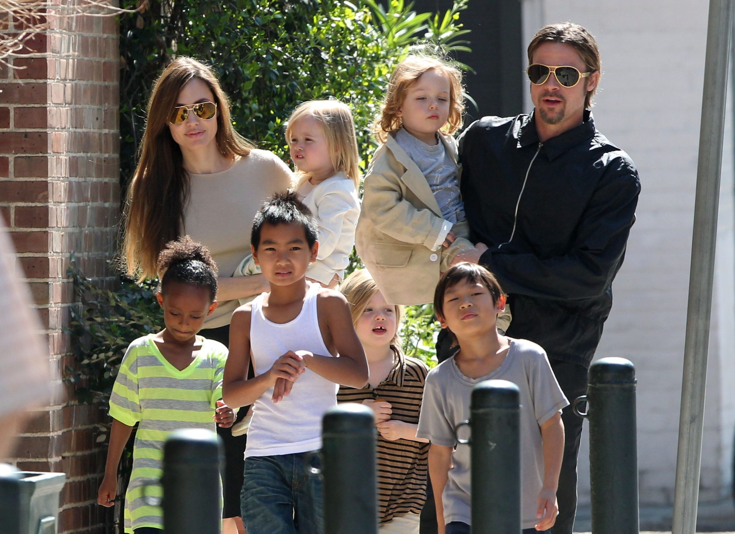 Brad, Angelina and kids in 2016