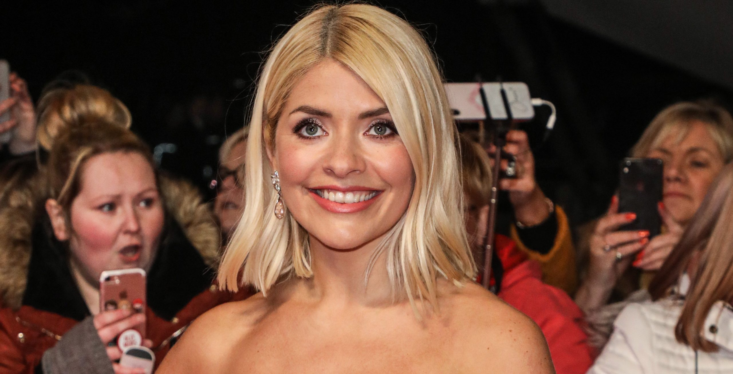 Holly Willoughby divides fans with choice of shoes in Valentine's outfit photo