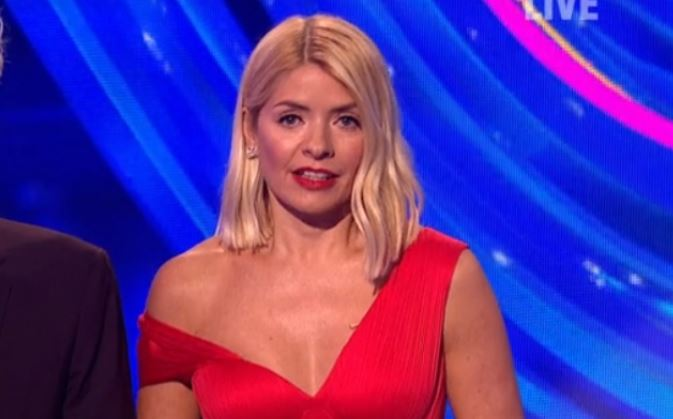 Dancing On Ice: Viewers distracted by Holly Willoughby's dress strap