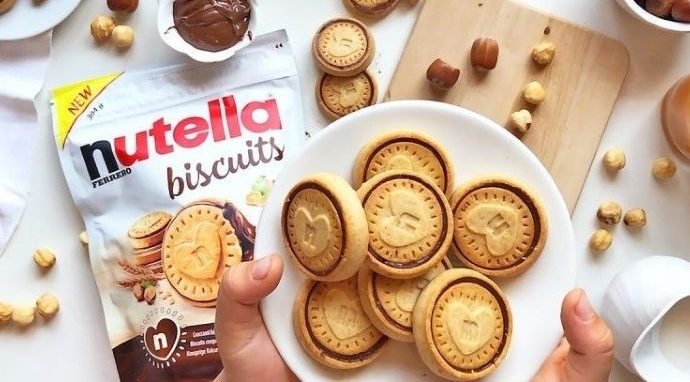 Nutella Biscuits exist and they are filled with a gooey layer of the chocolate hazelnut spread