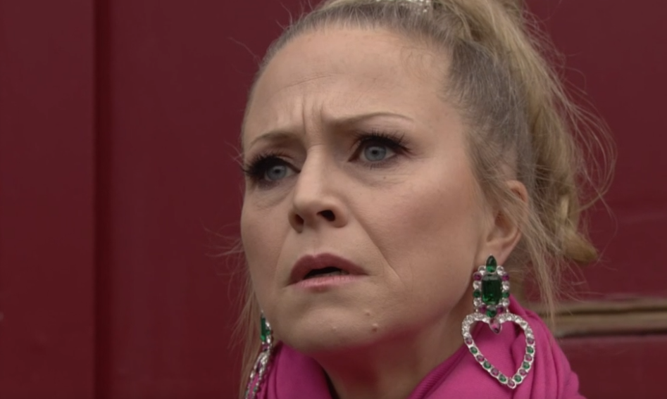 EastEnders fans question why Linda was looking for booze below deck