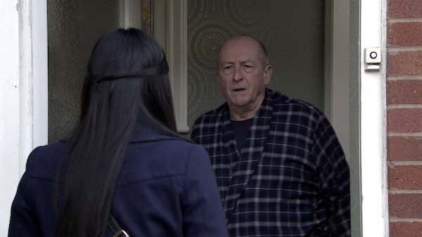 Coronation Street fans livid with 'creep' Geoff over nasty reviews for Alya