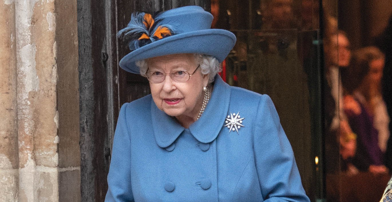 The Queen 'quits Buckingham Palace with plans to quarantine' amid coronavirus fears