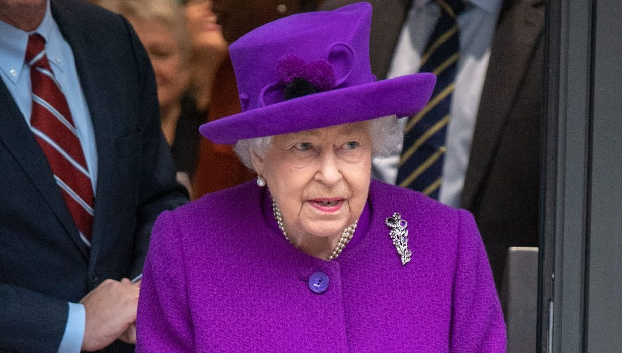 Coronavirus: The Queen warns against bulk buying and going to pub