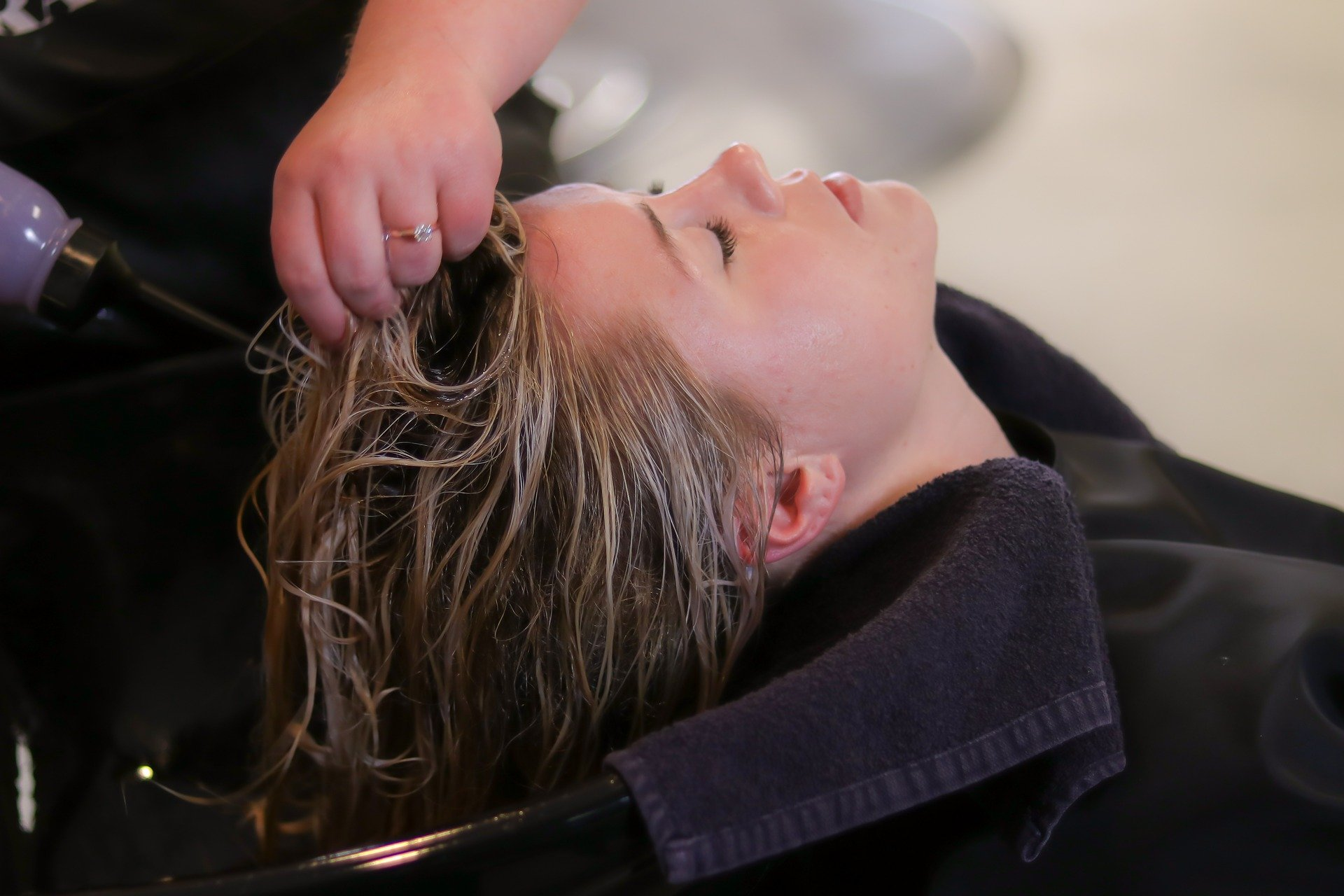 Coronavirus: Hair salons must close and be added to the lockdown list